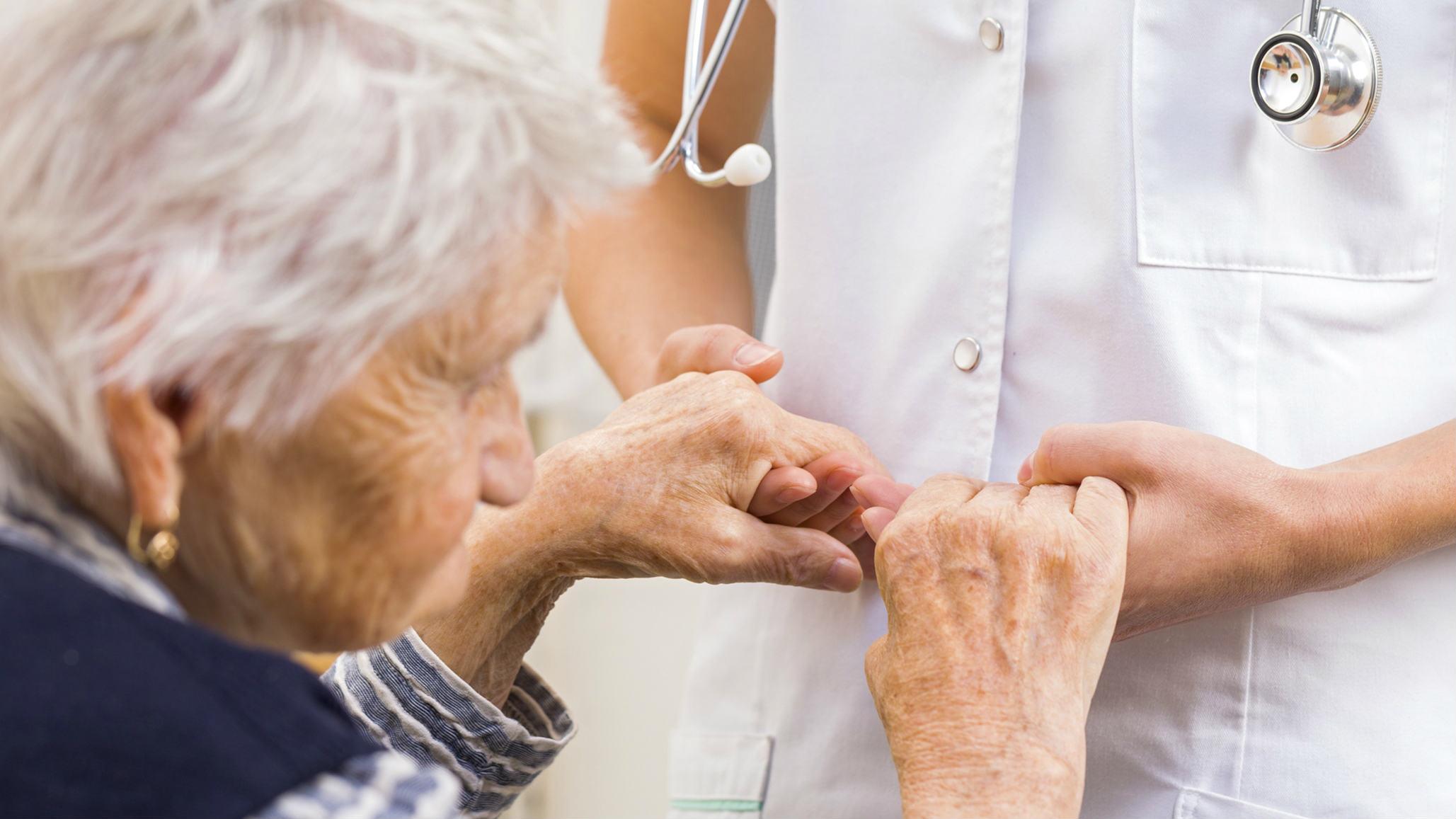 Denuncian suspensión de entrega de medicinas gratuitas a enfermos de Parkinson