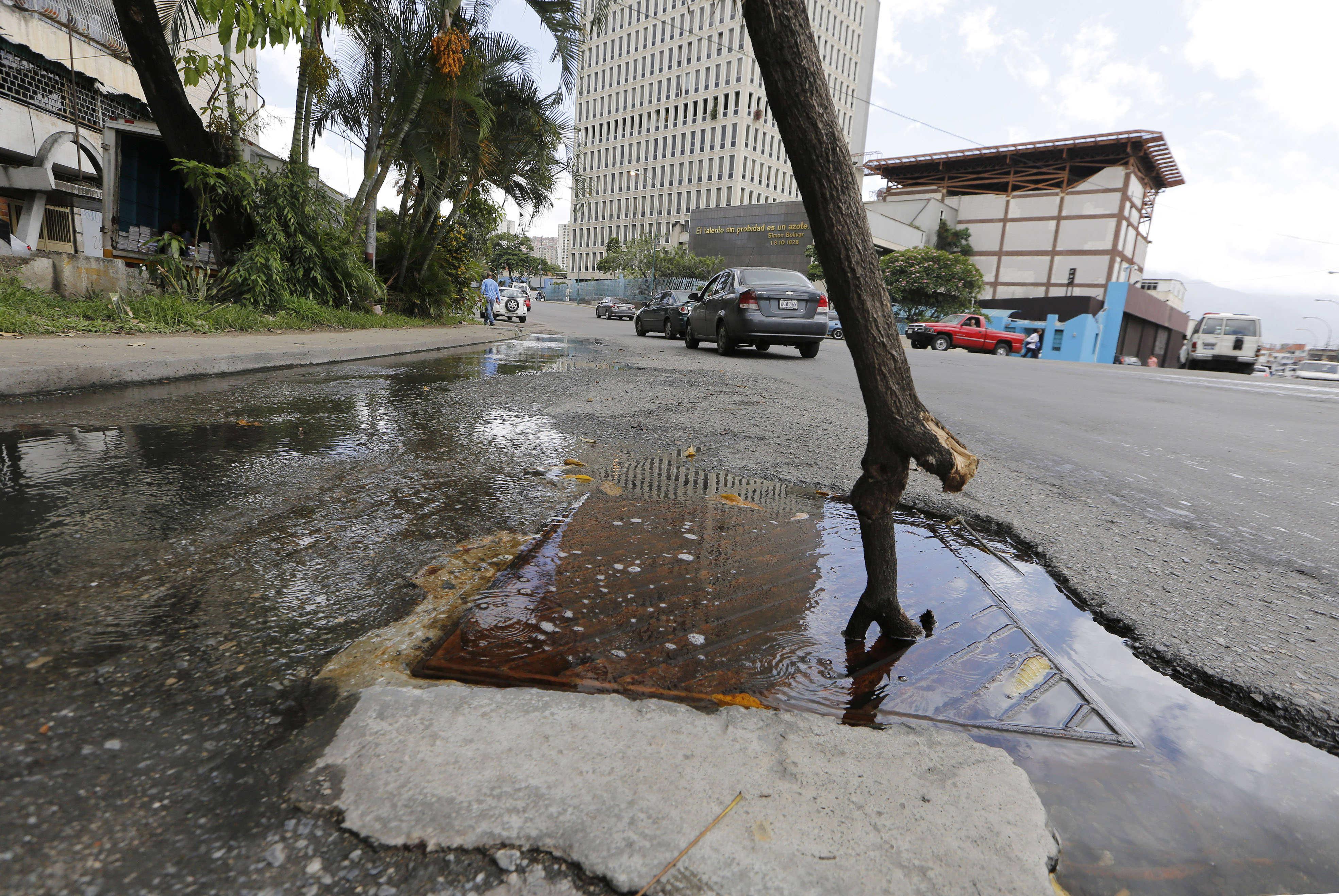 Chacao y El Hatillo reportan más de 150 botes de agua