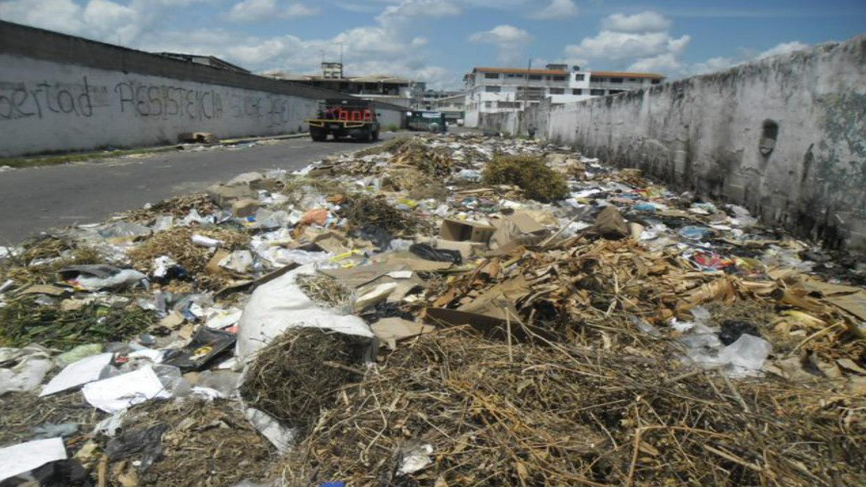Trujillo se hunde en toneladas de basura