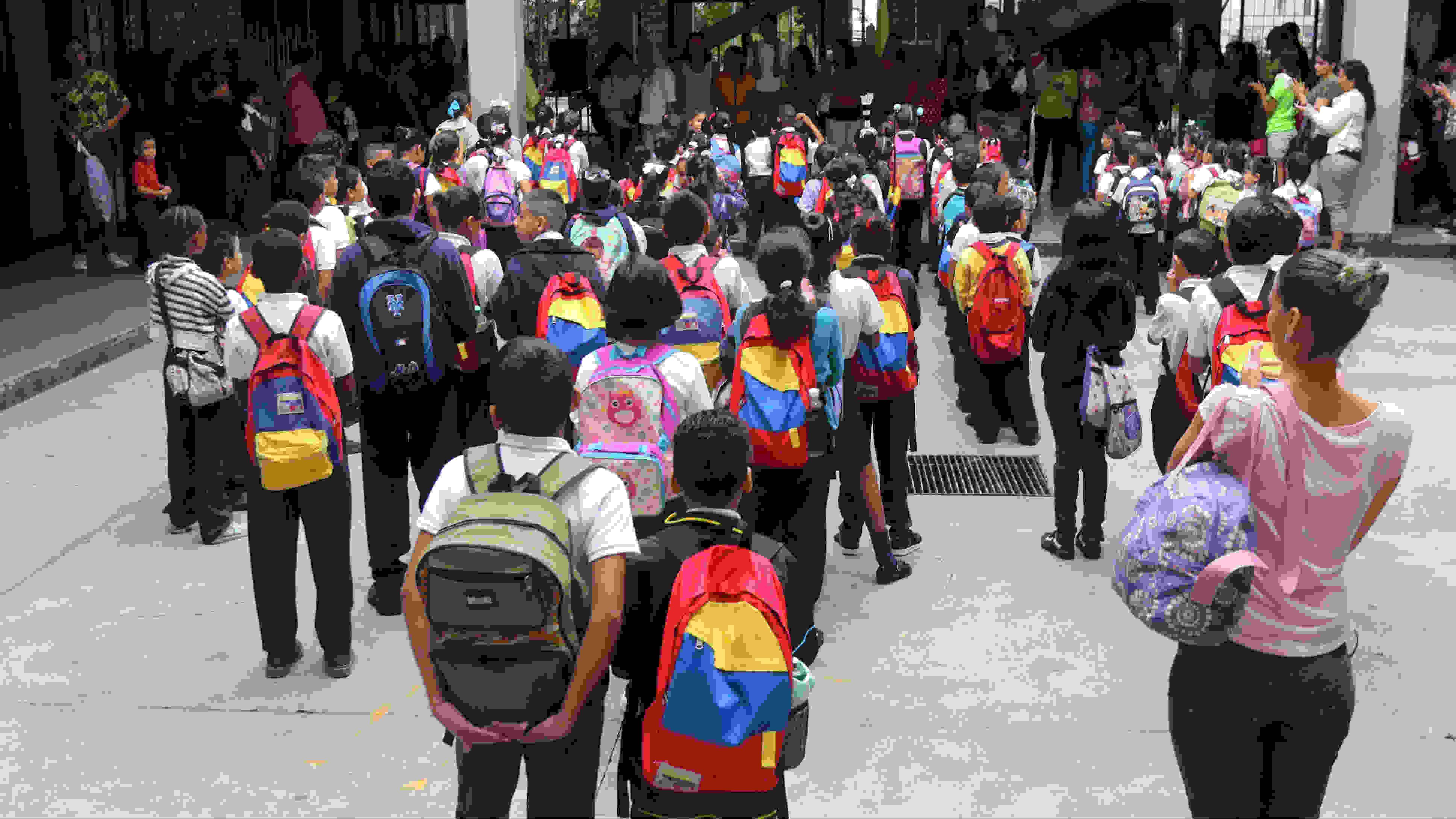 El bulto escolar no debe exceder el 15% del peso corporal del niño