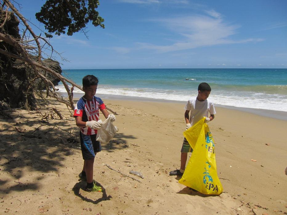 En el Día Mundial de las playas todos limpian