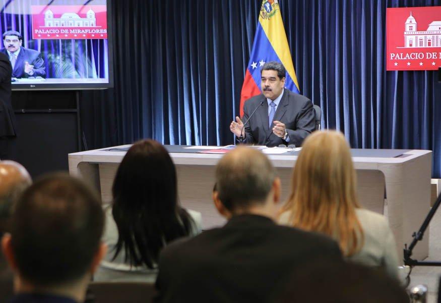 Maduro denuncia continuidad del