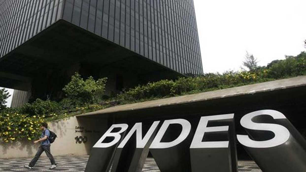 Banco de fomento brasileño dice que no debió dar préstamos a Venezuela y Cuba