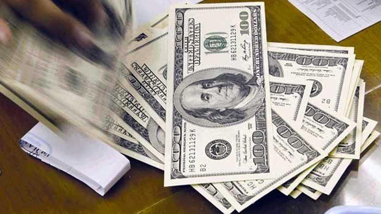 Empresarios piden normas para uso de divisas en banca