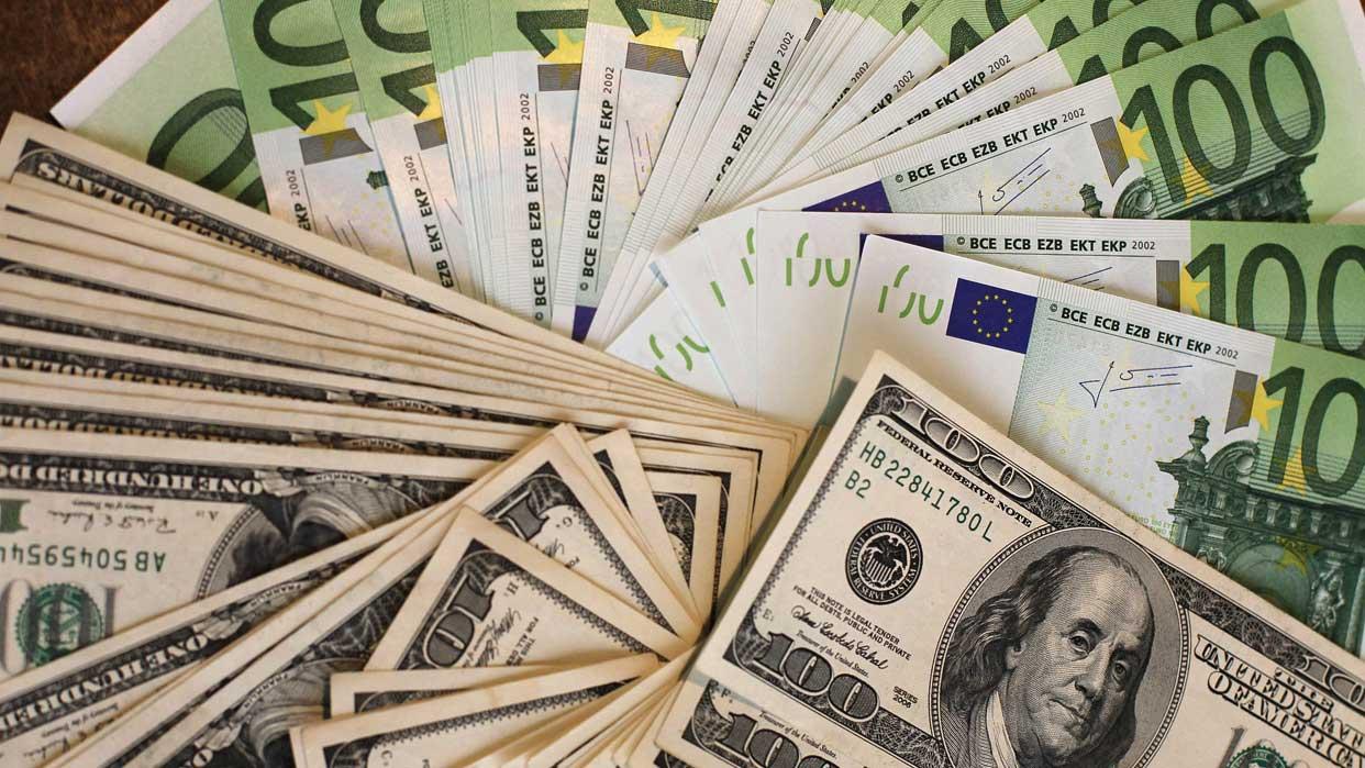 Advierten costos por cambio del dólar como moneda referencial