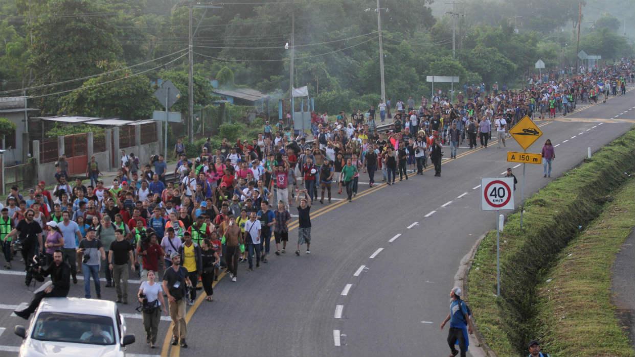Caravana de migrantes hondureños reanuda en México su marcha hacia ...