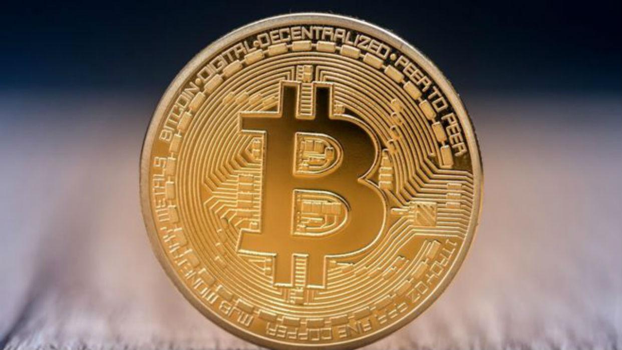El bitcoin, la mayor de las criptomonedas, cumple diez años