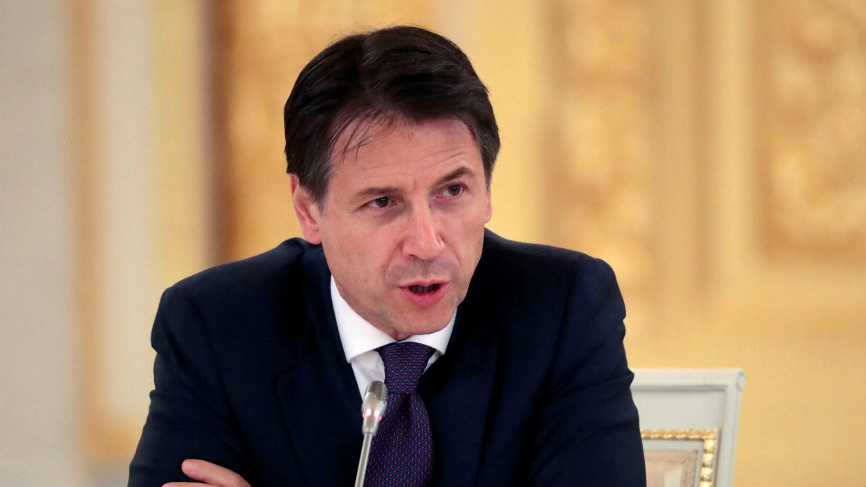 Empresarios y sindicatos piden que Italia salga del aislamiento y rectifique