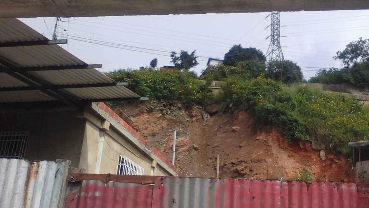 Derrumbes en Colombia dejan cuatro muertos y más de una decena de desaparecidos