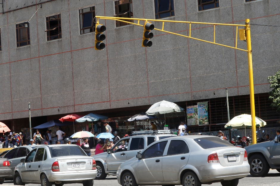 Plan de modernización contempla reparación de 110 semáforos en El Valle y Coche