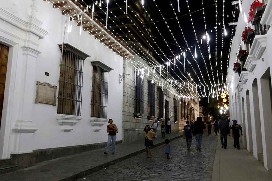 La Navidad ilumina espacios públicos del casco central