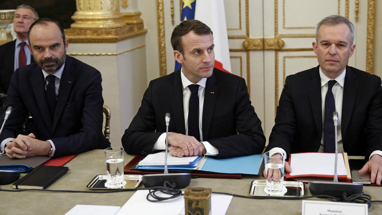 Macron se reunió con varios sindicalistas para buscar una salida a la crisis del país