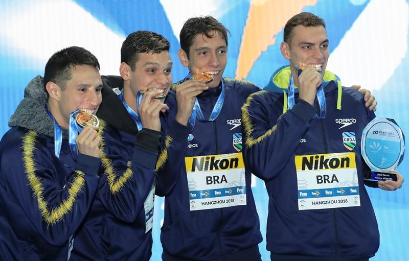 Brasil bate récord del mundo en el relevo 4x200 libre
