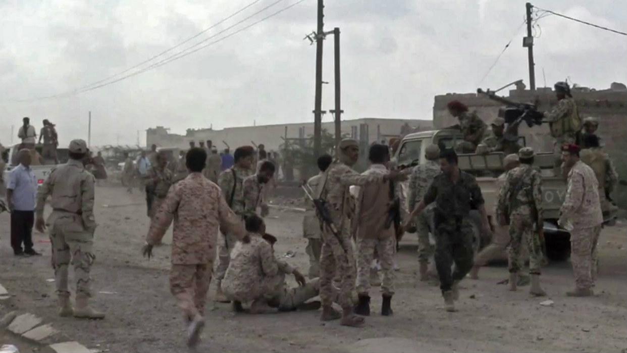 Misiles rebeldes matan en Yemen a al menos 83 soldados del gobierno