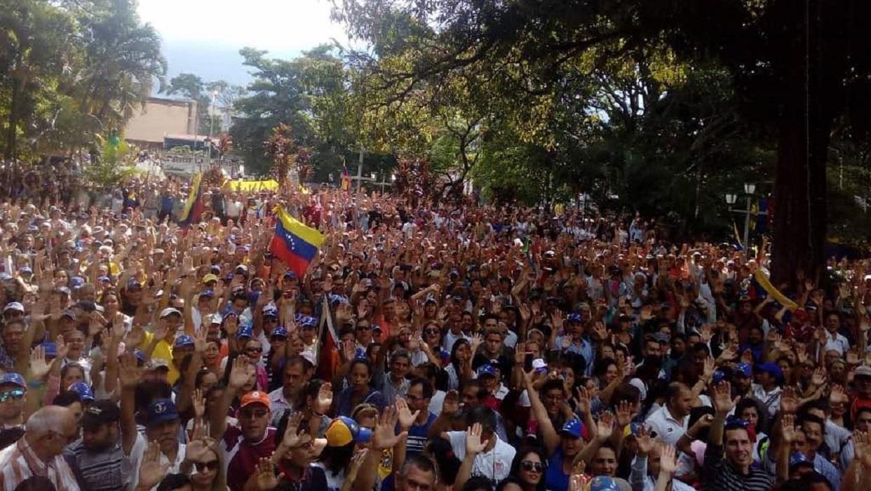 Cabildo abierto en San Cristóbal registró multitudinaria asistencia