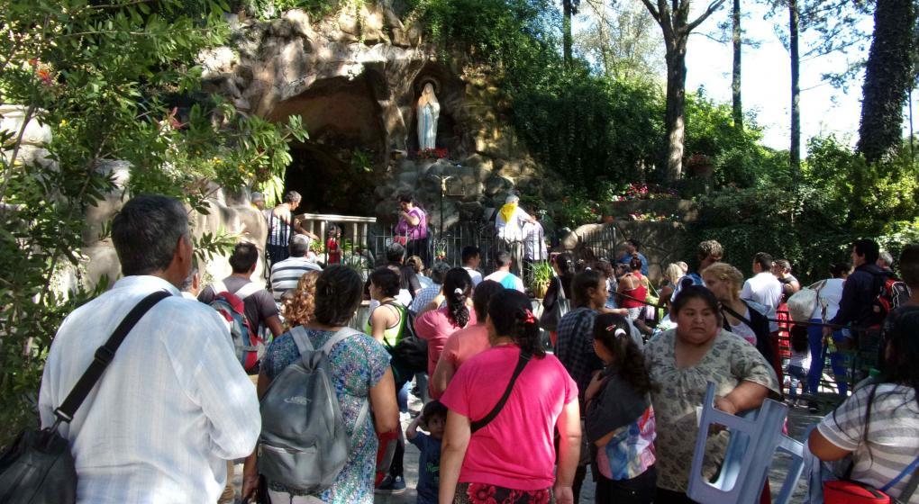 Caraqueños y varguenses realizan recorrido de la Virgen de Lourdes
