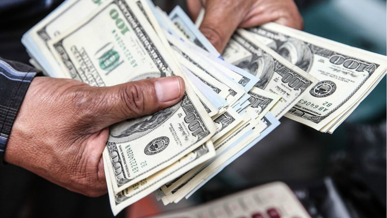 Economistas creen que baja del dólar es temporal