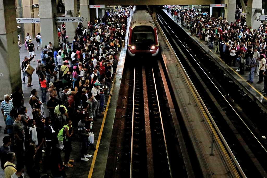 Familia Metro: están operativos solo 37 de 82 trenes