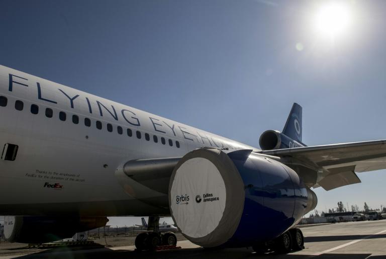 Un avión hospital capacita a oftalmólogos para tratar enfermedades de la vista