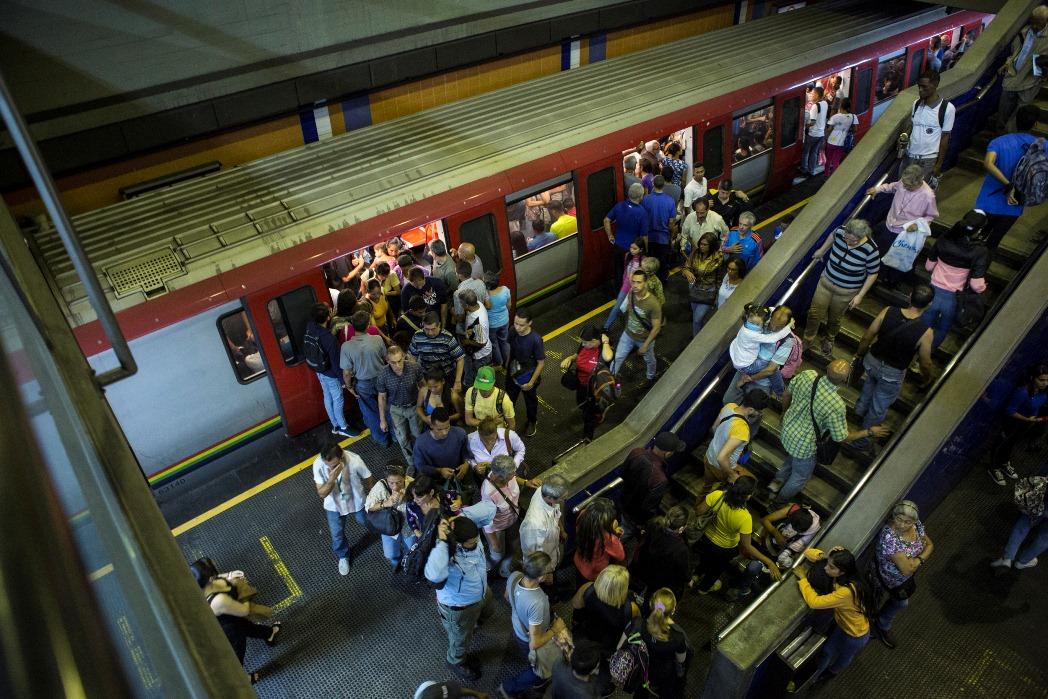 Usuarios reportan fuerte retraso en la Línea 1 del Metro de Caracas