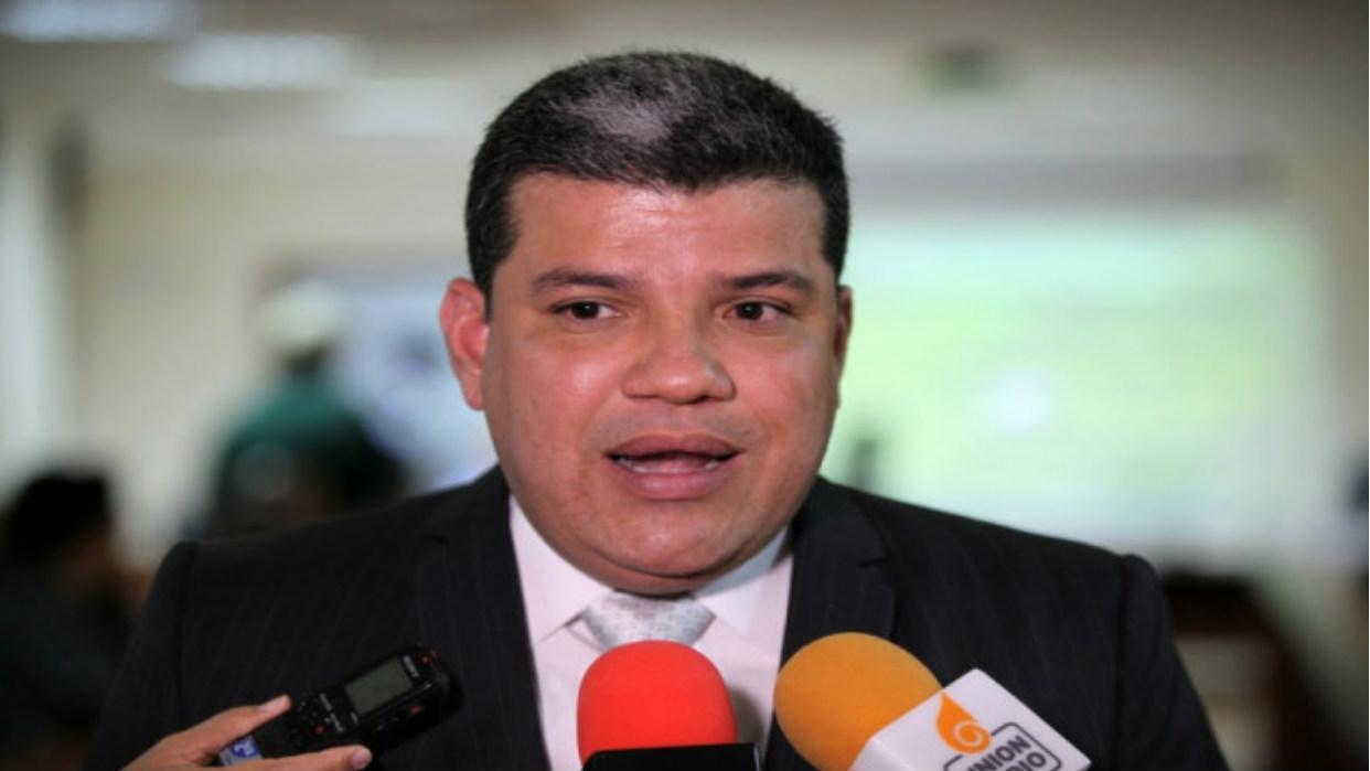 Parra ordena despedir a personal de libre remoción del Parlamento