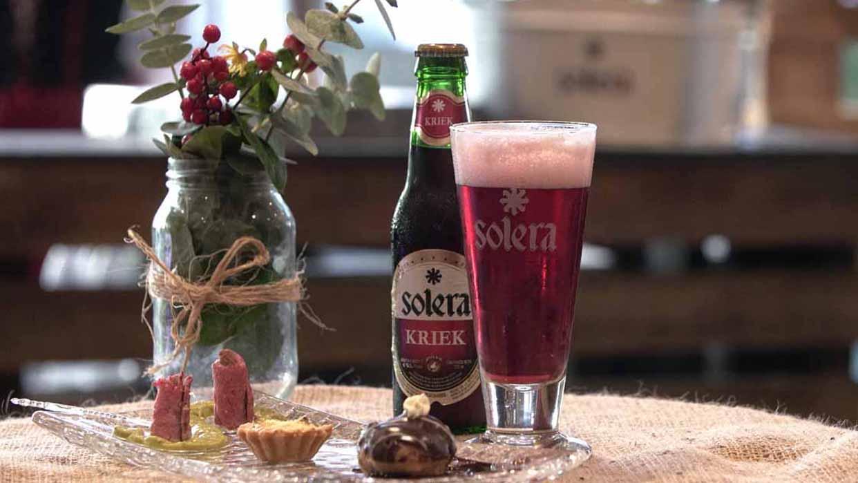 Una cerveza con el sabor dulce y refrescante de la cereza
