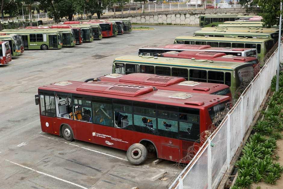 Usuarios esperan hasta 45 minutos por el Metrobús
