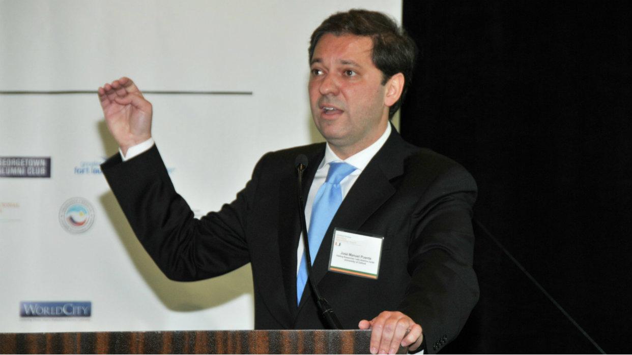 Economista José Manuel Puente considera negativa la dolarización
