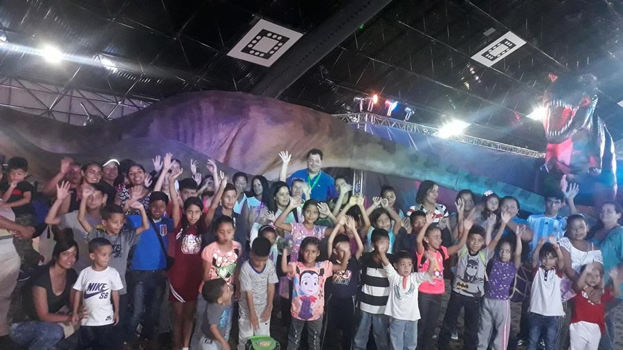Los niños vivieron la emoción de los dinosaurios