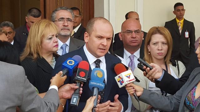 Diputado Ángel Medina: No hay omisión legislativa