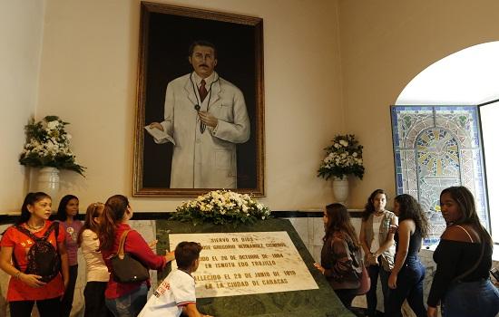 José Gregorio Hernández está más cerca de los altares