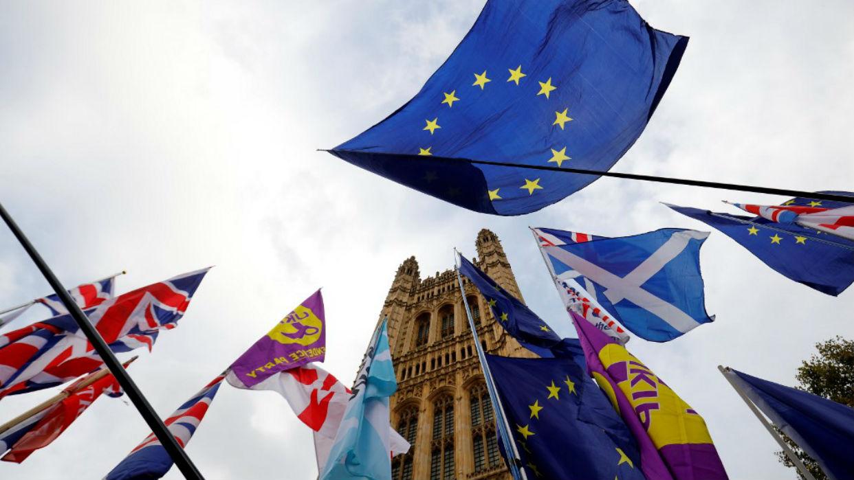 Británicos votan hoy en un país polarizado políticamente