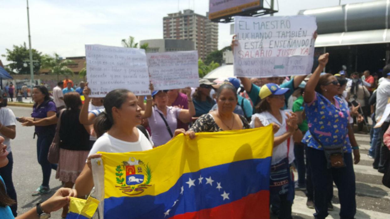 Médicos y maestros venezolanos exigen derechos laborales - Diario Qué Pasa