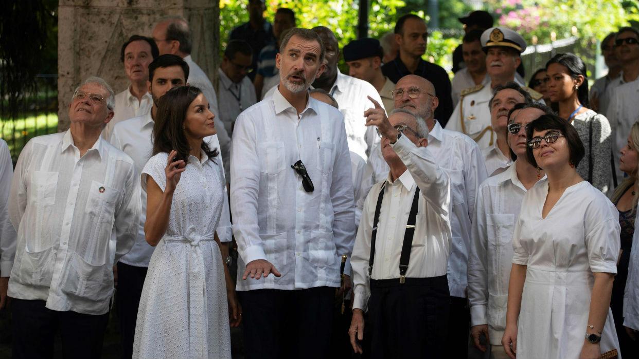 Rey Felipe VI resalta ante presidente cubano las ventajas de la democracia
