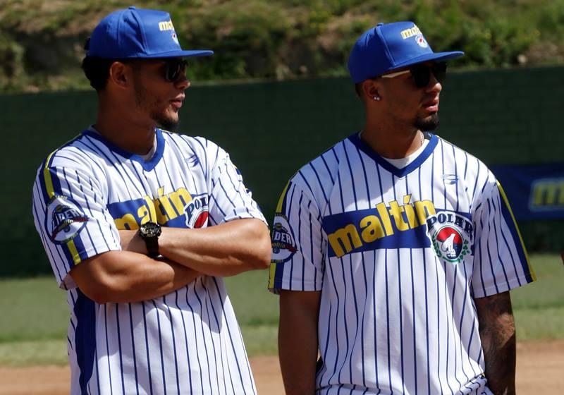 Willson Contreras y Gleyber Torres instruyen al futuro del beisbol criollo