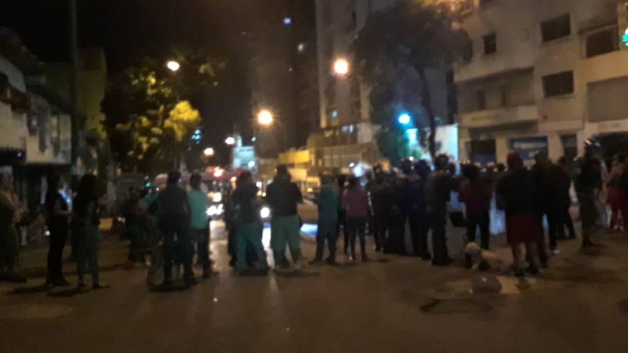 Vecinos del centro de Caracas realizan protestas nocturnas por escasez de agua
