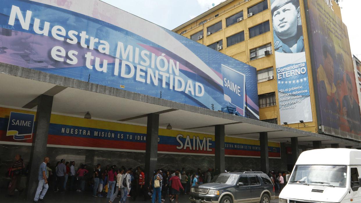 """Por venta """"ilegal"""" de pasaportes sancionan a directivos del Saime"""