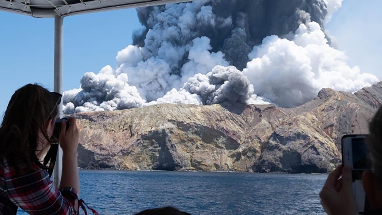 Cinco muertos en erupción de volcán en Nueva Zelanda