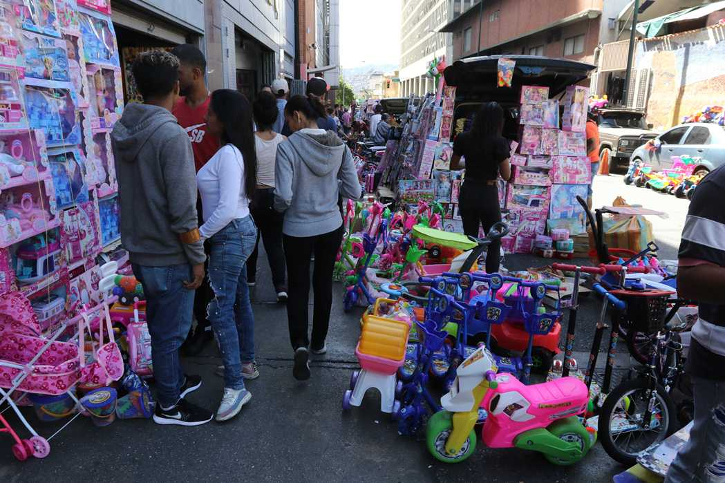 Buhoneros se multiplican en el centro de Caracas