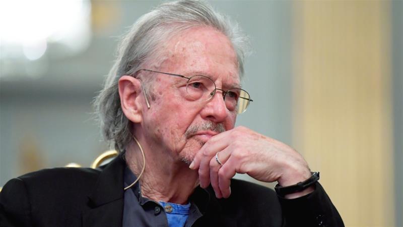 Handke recibe el Nobel de Literatura en Estocolmo, en medio de una gran polémica
