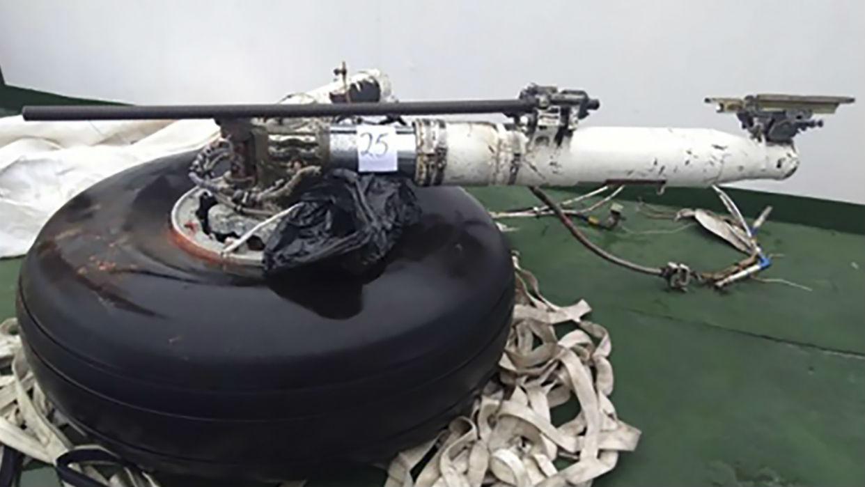Restos de víctimas por accidente de avión chileno llegan a base militar en Punta Arenas