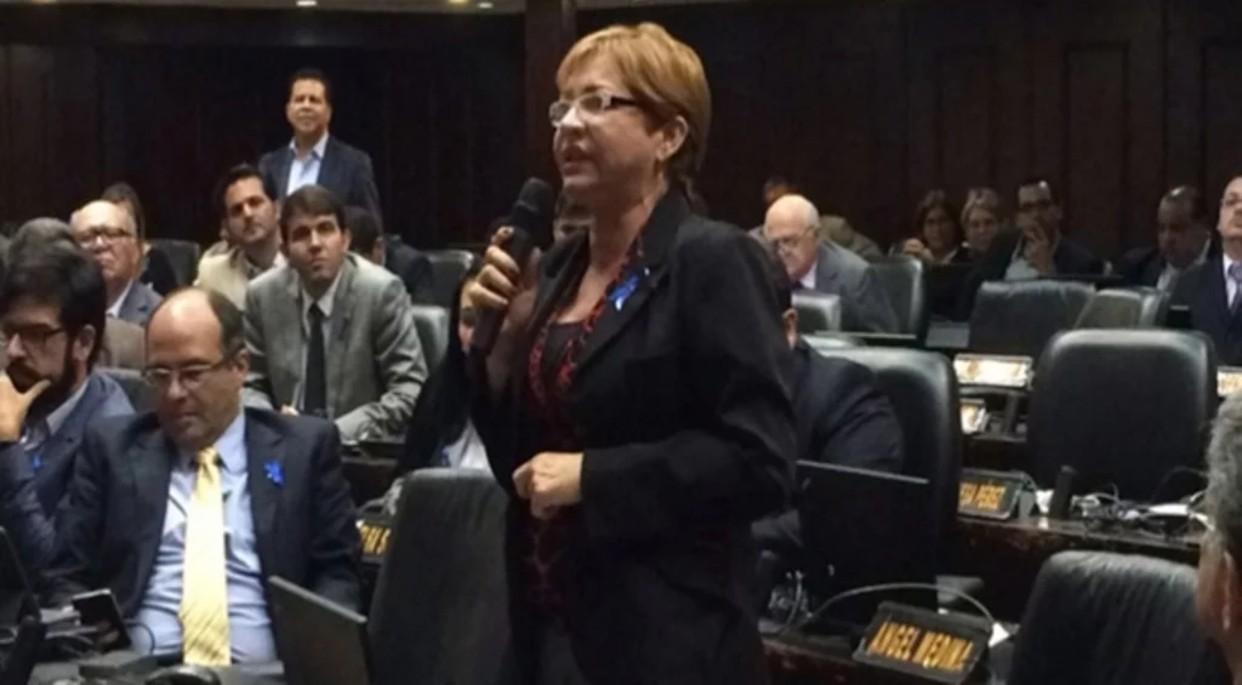 Diputada Yaneth Fermin denuncia la presencia del Dgcim en su vivienda