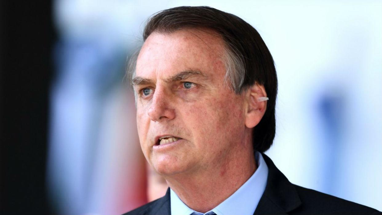 Bolsonaro citó datos imprecisos y remedios sin pruebas al anunciar su COVID-19