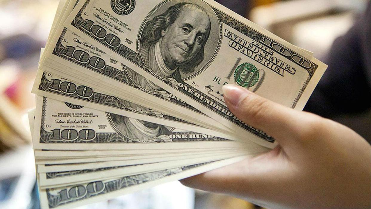 Comercios caraqueños priorizan el uso del dólar