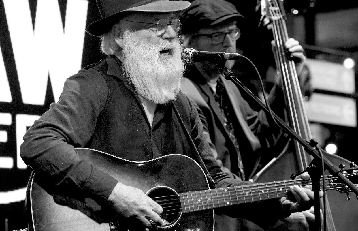 Falleció el cantante y compositor David Olney durante su concierto