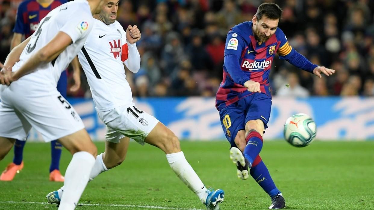 Gol de Messi permite al Barcelona derrotar al Granada y mantener el liderato