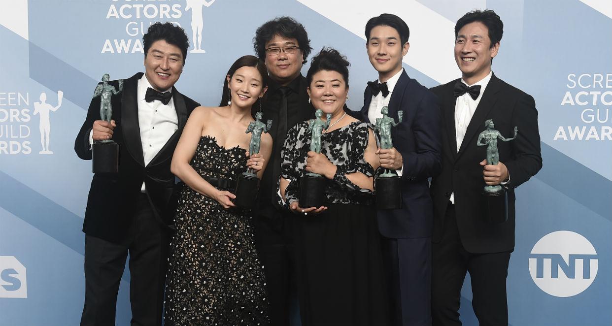 Un elenco de actores surcoreanos parasitó los premios SAG