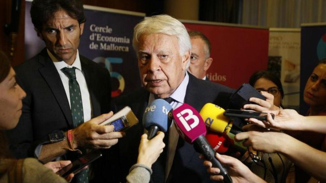 Gonzalez, expresidente español, reconoce a Guaidó como