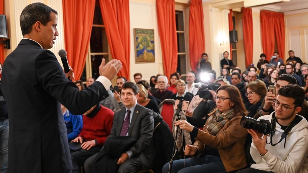 Guaidó pide unidad a la diáspora venezolana en París tras reunirse con Macron