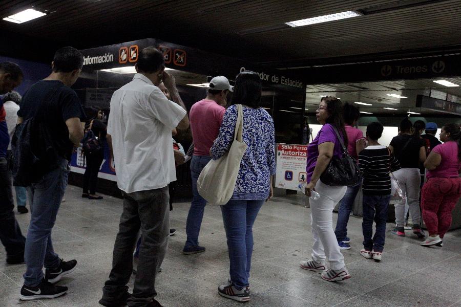 Caraqueños sorprendidos por el ajuste a Bs. 1.000 del boleto del metro